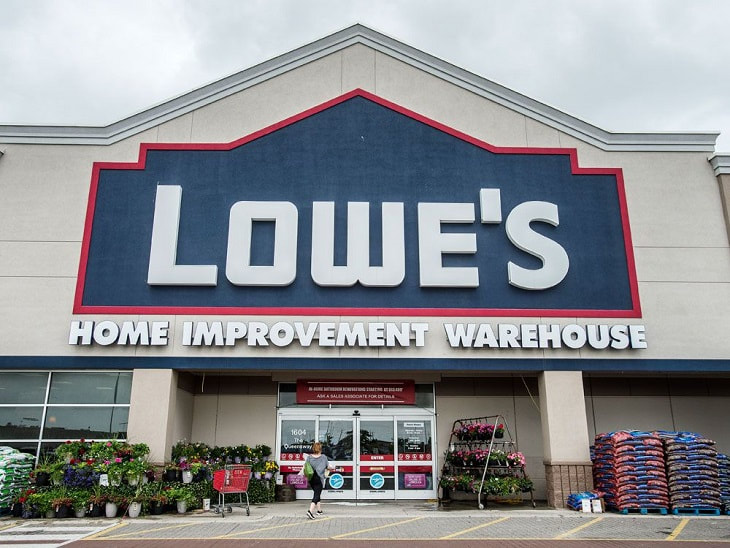 Lowe's home improvement warehouse entrance. Image obtained from Financialpost.com
